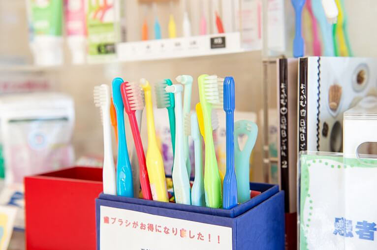天然歯の保存のためには、定期的なメンテナンスが不可欠です